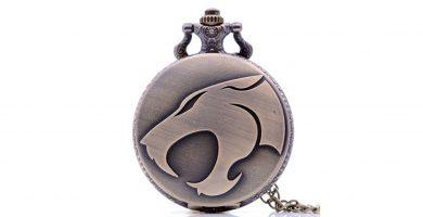 reloj de bolsillo grabado con un tigre o leon
