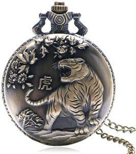tigre del horóscopo chino en un reloj de bolsillo