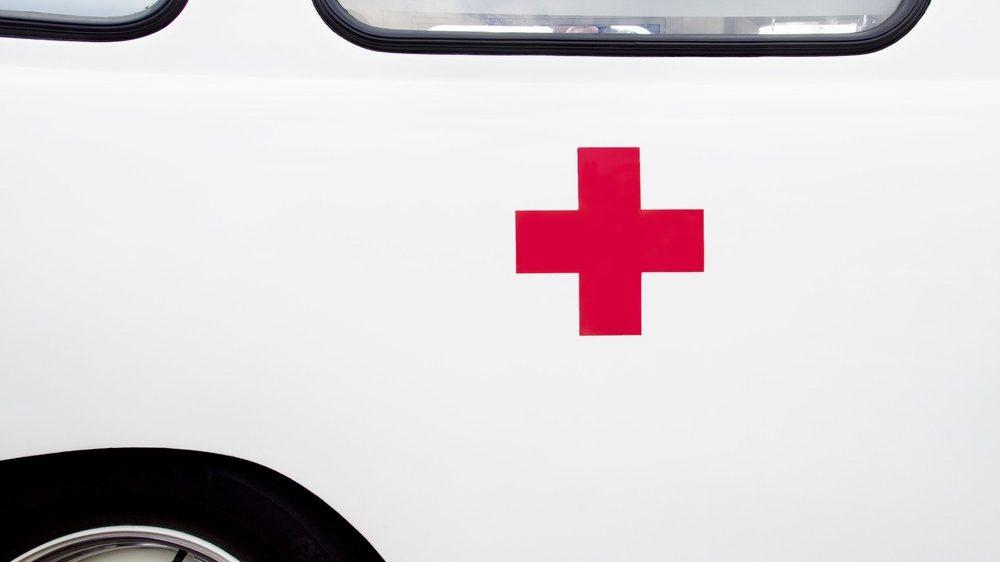 cruz roja en una ambulancia antigua