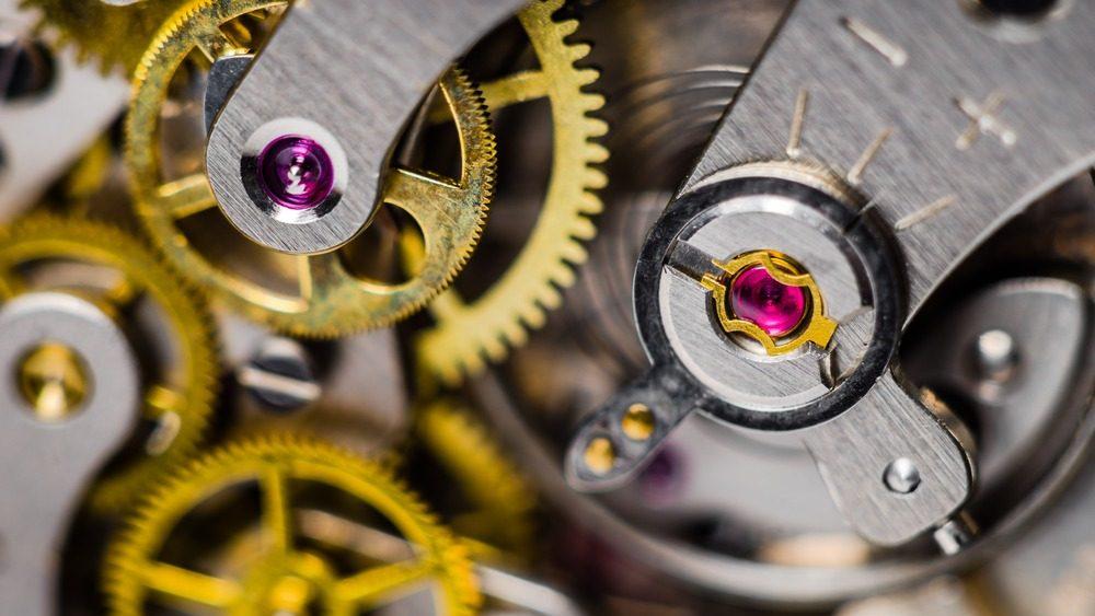 movimiento interno de un reloj de bolsillo