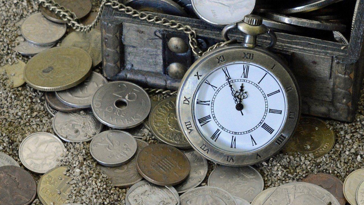 reloj de bolsillo low cost con monedas