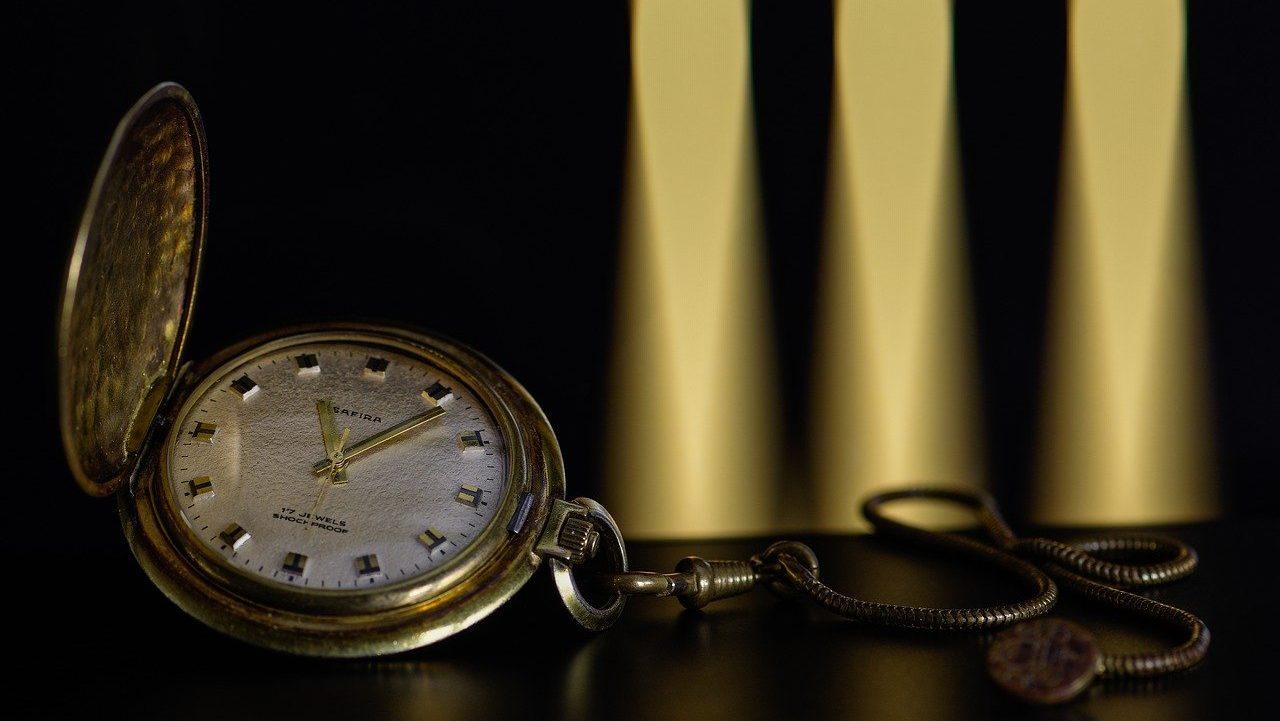 reloj de bolsillo viejo de oro